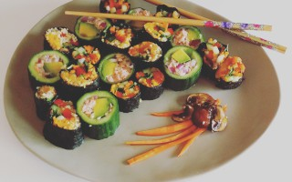 Komkommersushi met zalm & Veggiesushi
